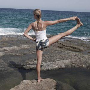 Marieke Kisteman en posicion de Yoga 4 - Espazioyoga