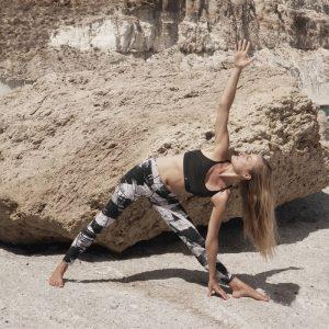Marieke Kisteman en posicion de Yoga - Espazioyoga